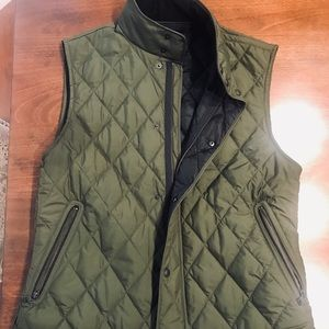 Banana republic green quilted vest size L